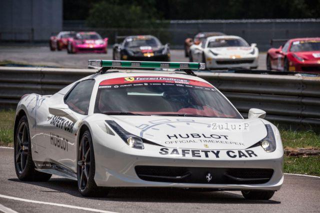 當然靚車就少不了啦,法拉利賽上的安全車亦是專用的法拉利