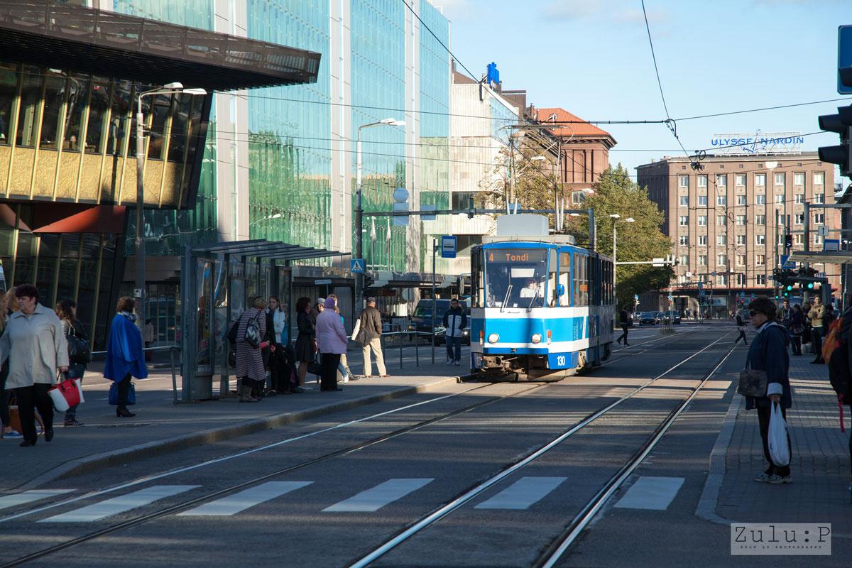 怎樣才算先進的城市?我認為第一印象必定是街上的路,由市區走到外圍住宅區,路面都十分平坦易走。