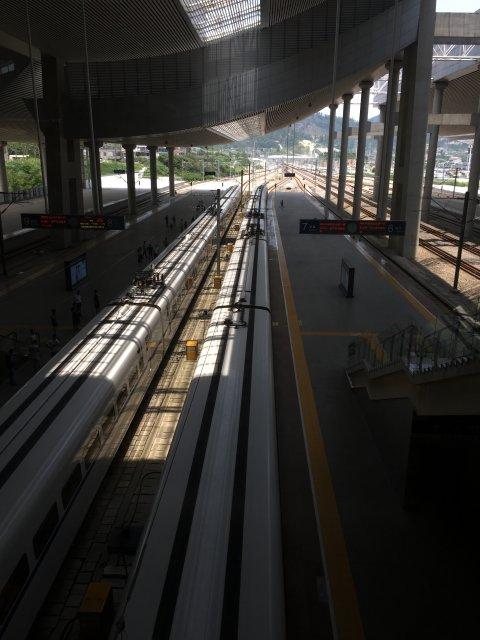 出發當日,當我在火車站看見老闆,才鬆了一口氣.卒之經過四小時的車程終於來到高達42度的廈門。