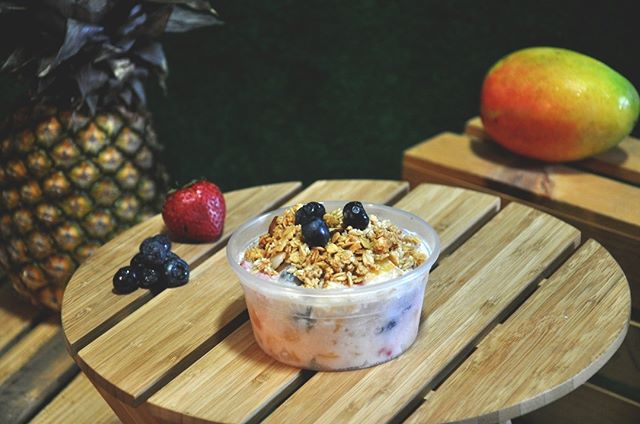 Have seen this beauty before? Introducing our Coconut Parfait: coconut yogurt topped with seasonal fruits and crunchy granola. Vegan, healthy and delicious! . . . #RuruKitchen #SanFRancisco #SanFranciscoEats #sanfranciscofood #organic #vegan #realfood #eatlocal #coconut