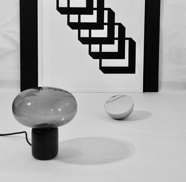 Karl-Johan Table Lampe - Black Marquina w. Smoked Glass & Aura Table Mirror - Stainless Steel // Photo by Yvgoyamag