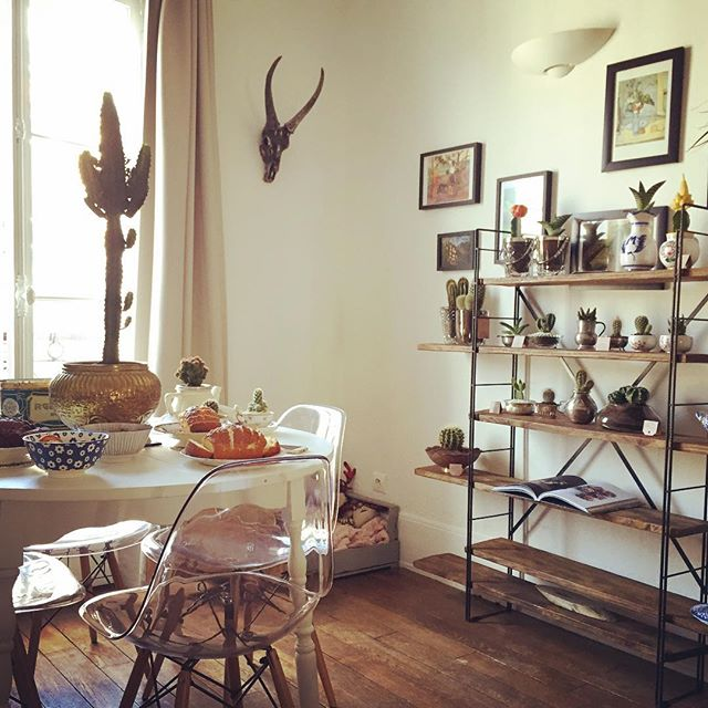 Tea Time clandestin + ventes privées @theblondcactus today jusqu'à 17h dans l'appartement de la sublime @barbarabrandolini 🌵Come on in !! 3 cité de Magenta Paris 10 (Voir l'event sur la page Facebook de @theblondcactus !) 😉  #cactus #photooftheday #theblondcactus #paris #republique #vintage #homedecor #interiors #design #recycling #art #decoration #love #photography #instagood #goodvibes