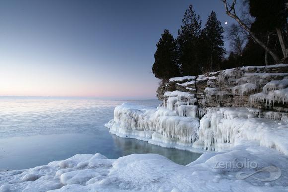 Cave Point County Park. Photo Credit: Bridgeport Resort.