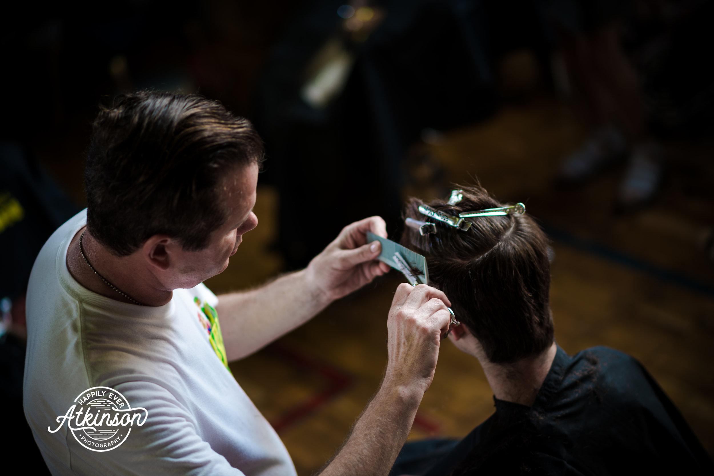 Gentleman cuts hair