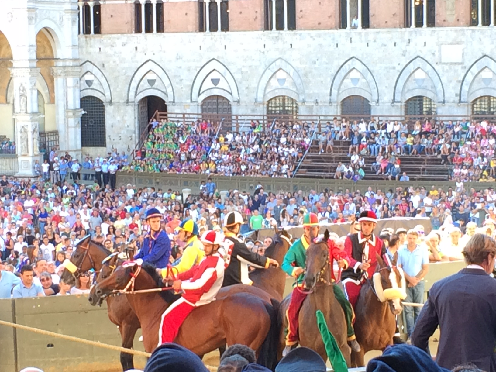 The starting line of the prova (a test run) for the Palio.