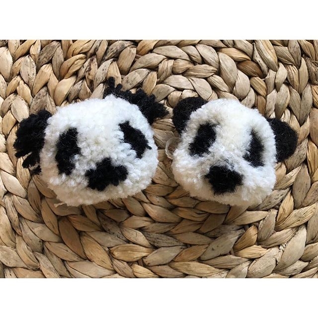 🐼Panda Poms🐼 •••••••••••••••••••••••••••••••••••••••••••••••••••••• #theartofslowliving #diy #abmcrafty #abmlifeiscolorful #knitting #knittersofinstagram #knitstagram #craft #madebyhand #doitfortheprocess #slowlife #makersmovement #modernmaker #makersgonnamake #knitlife  #handmadelife #playingwithcolor #wool #pompom #pompon #handmade #panda #pandas #pandasofinstagram #crafterday #crafternoon #crafter