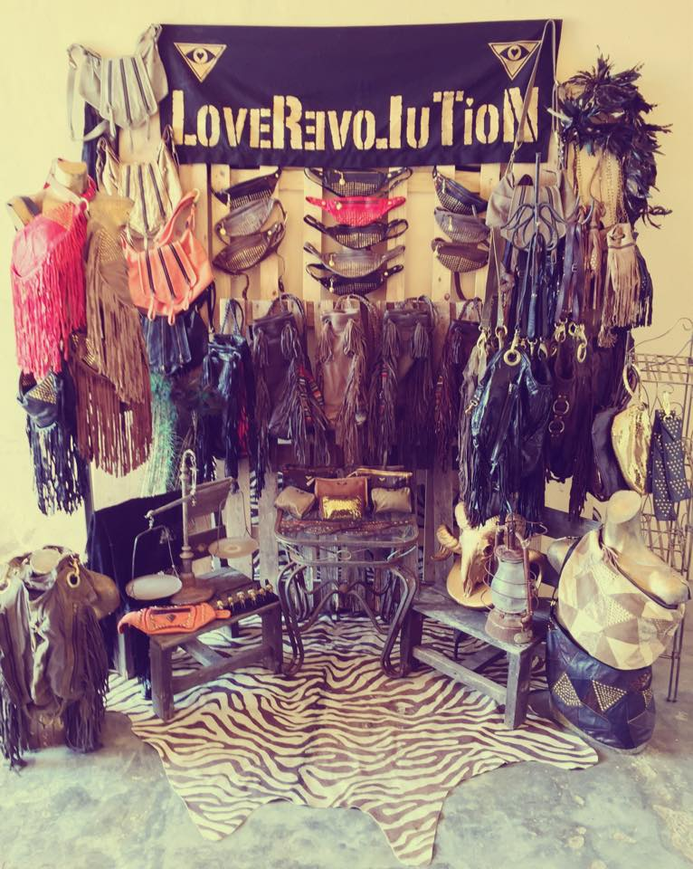 LAS-DALIAS-LOVE-REVOLUTION-04.jpg