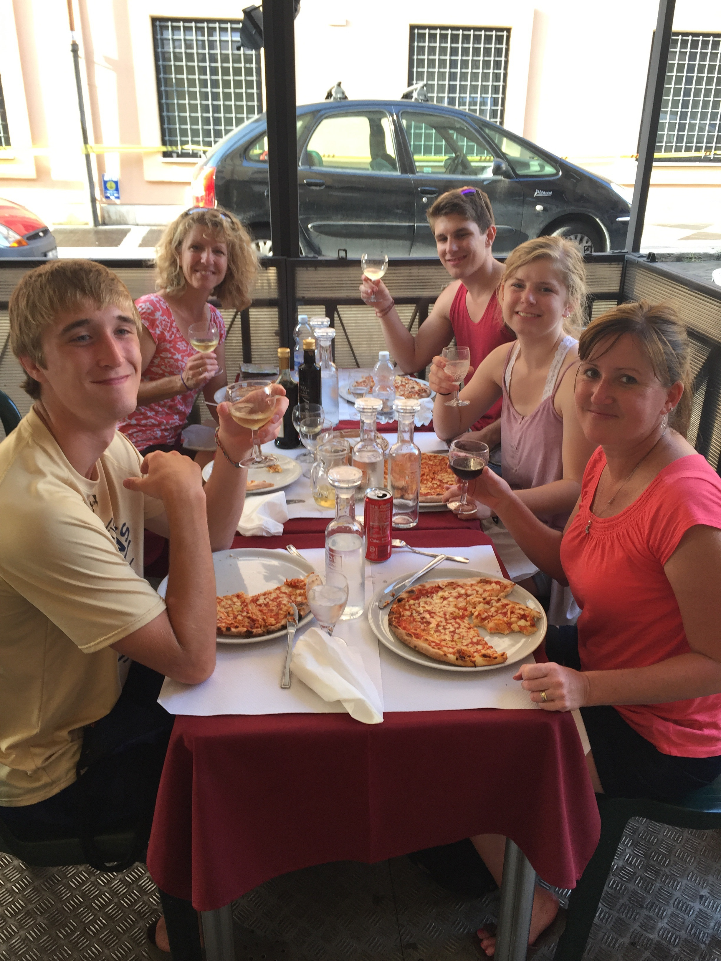 Pizza and wine in our first Roman meal bu the Colosseo.