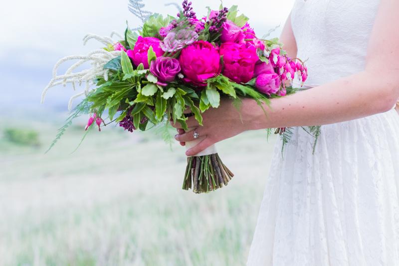 Colorado Mountain Wedding Photographer - fuchsia bouquet
