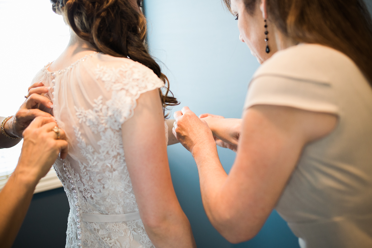 Bride getting ready - Thompson Center at UNO wedding
