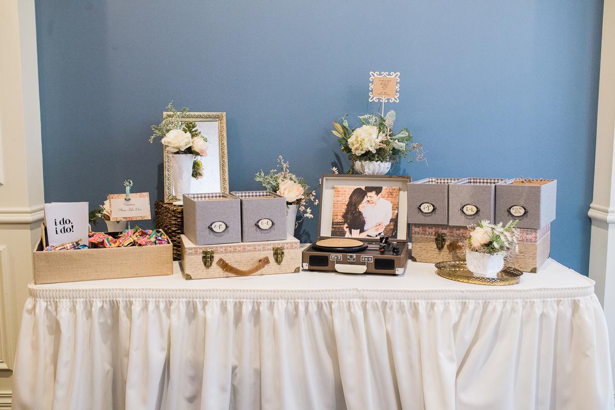 CD wedding favor table