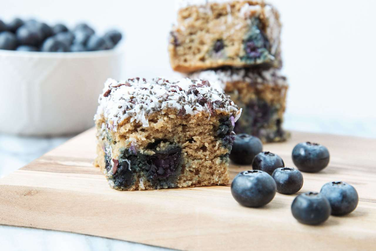 10 Healthy & Quick Options for Breakfast | Jennifer Diaz | Blueberry Banana Breakfast Bars by Jessi's Kitchen