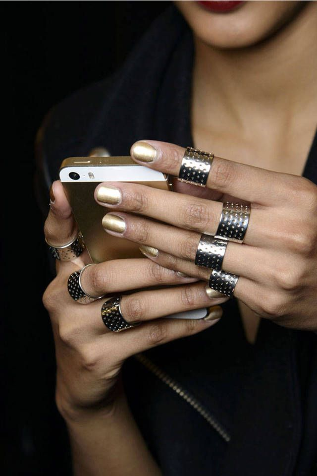 oil & grain - gold accessorized nails