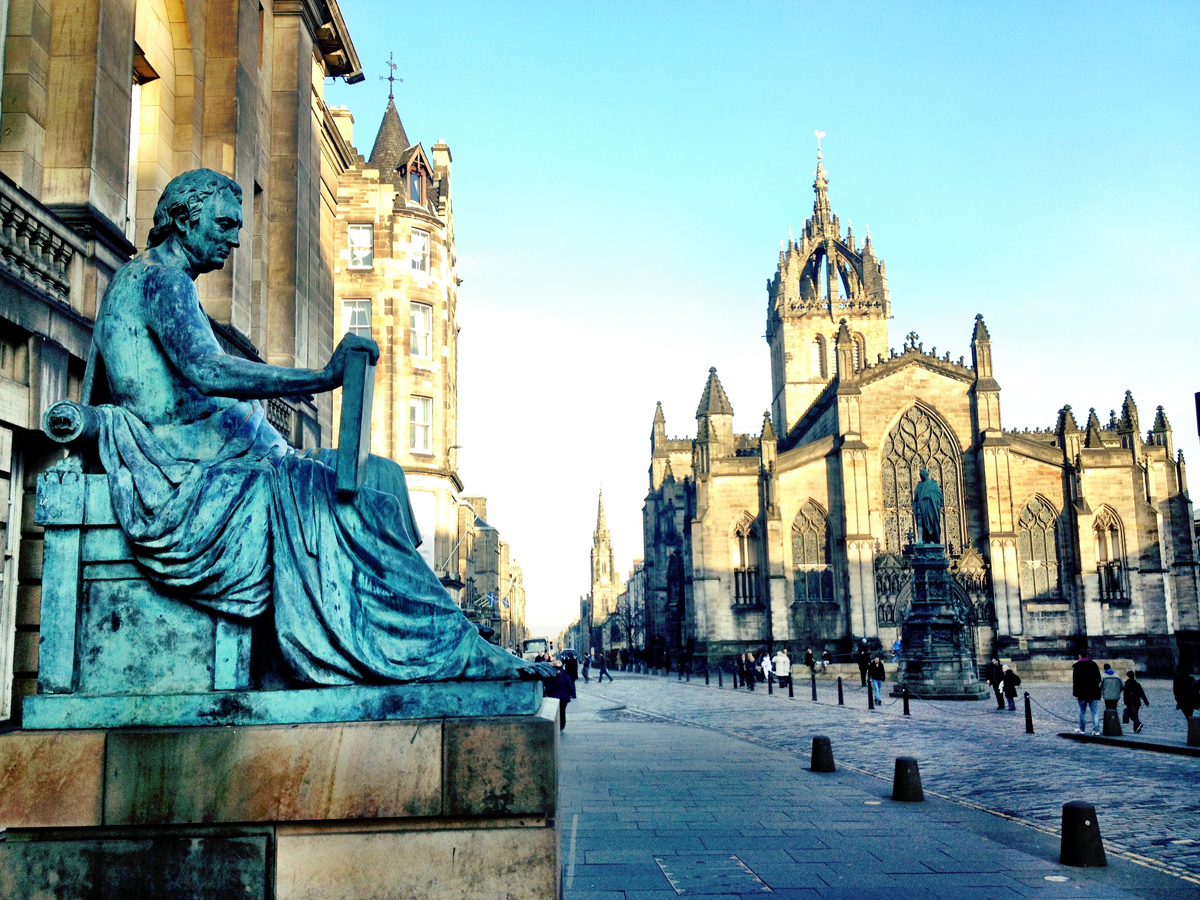 Statue of David Hume & St. Giles Cathedral