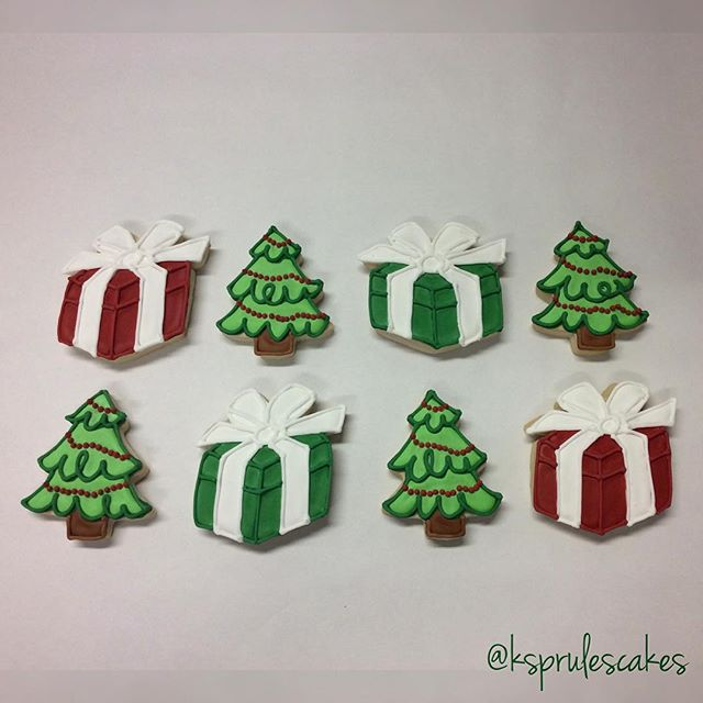 We're feeling very festive despite the warm temps in NYC!  #2daystilchristmas #christmascookies #customcookies #christmasinnyc #ksprulescakes