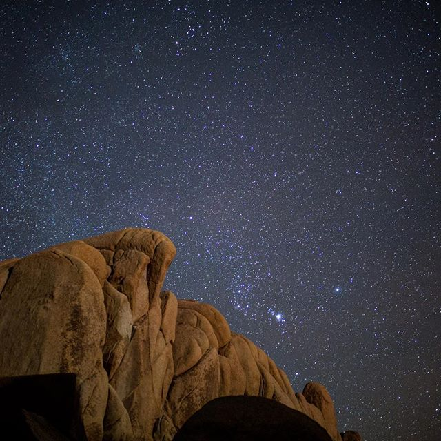 Peace from Mars // Always hyped to shoot the stars #joshuatree #stargazing