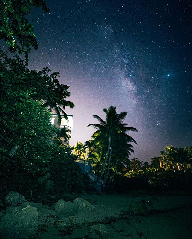 Went on a pretty sweet adventure with my lady last week. 🍻🙌 I finally got some much needed tropical play time in. 🌴🍍🍻🍹 • • • #rincon #puertorico #milkyway