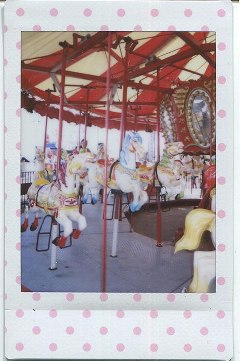 20140620115355-Fuji_Instax_wonder___carousel_dot-2.jpg