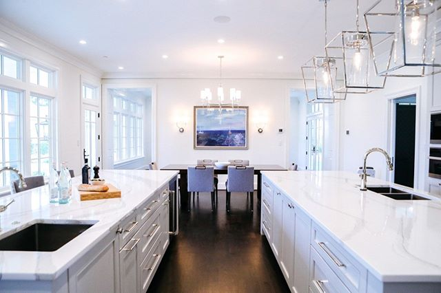 Large kitchens present a unique opportunity to create multiple workspaces while also adding to the room's aesthetic. . . . #interiorstyle #marylandhome #luxuryinteriors #dreamhousestudios #chesapeakebay #coastalinteriors #annapolis #coastalhome #coastaldesigner #fineinteriors #igstyle #interiordesign #smmakelifebeautiful #beautiful #simplystyleyourspace #elledecor #housebeautiful #dwell #customcabinetry #craftmanship #customhome
