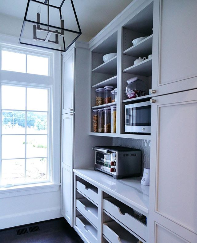 The walk in pantry.  It is such a labor of love to create a flow for our clients for their everyday needs that sometimes you forget that this space is not for you. 😉😍 . . . #interiorstyle #marylandhome #luxuryinteriors #dreamhousestudios #chesapeakebay #coastalinteriors #annapolis #coastalhome #coastaldesigner #fineinteriors #igstyle #interiordesign #smmakelifebeautiful #beautiful #simplystyleyourspace #elledecor #housebeautiful #dwell #customcabinetry #craftmanship #customhome #pantry #organize #kitchen 