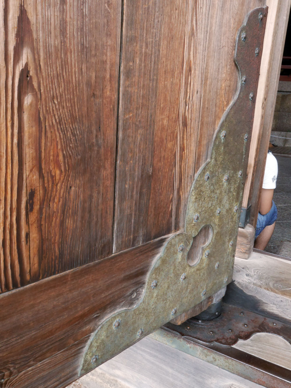 door-detail-daibutsuden.jpg