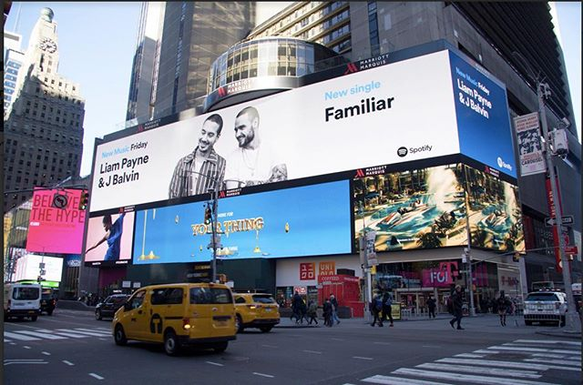 Holy shit. Times Square lookin sexyyyy. #familiar @liampayne @jbalvin @seandouglas @lunchiebaby