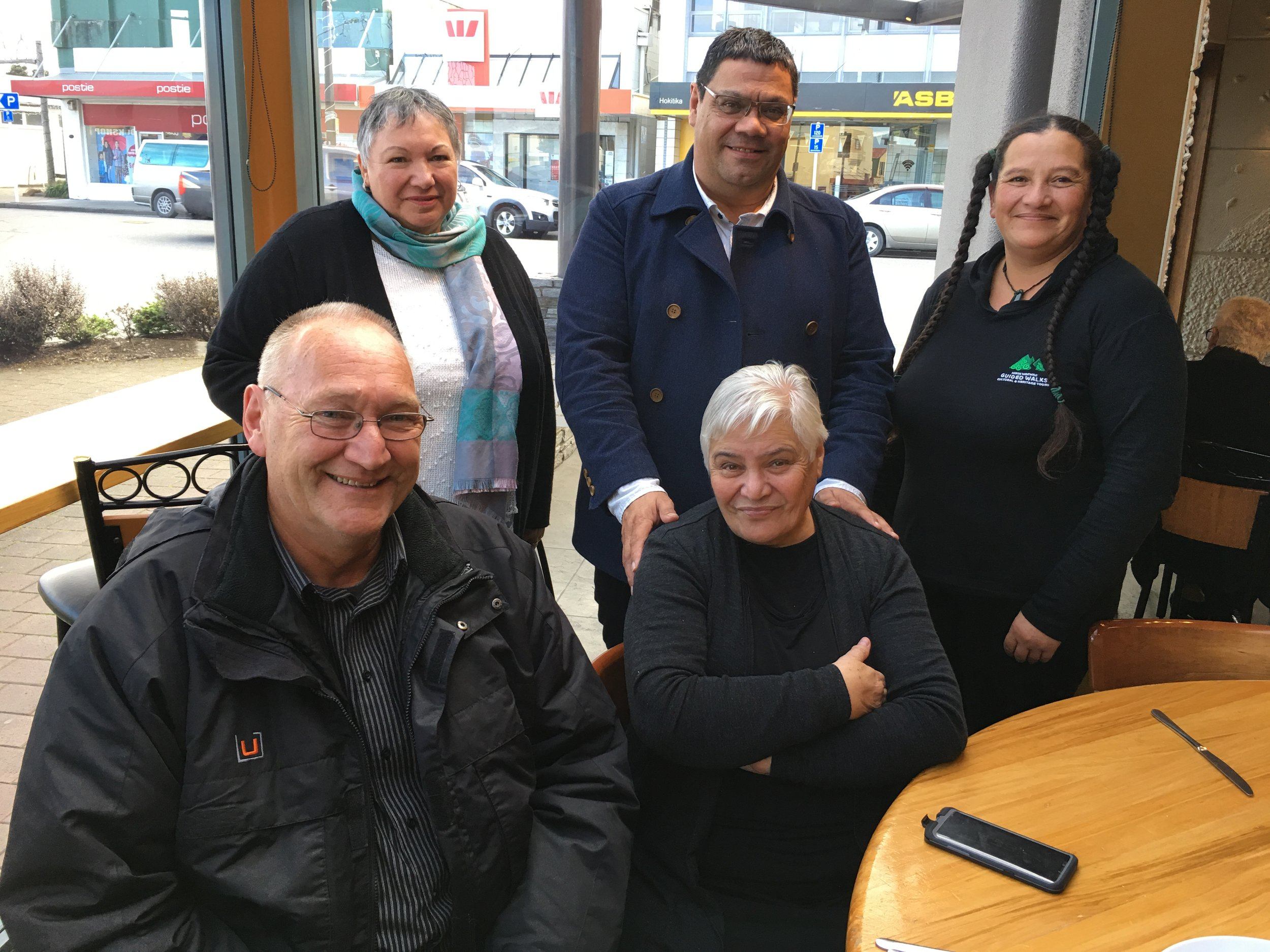 Tu Pono Champions: Ta Mark Solomon and Dame Tariana Turia with Whānau Ora Navigators Helen Rasmussen and Rauhine Coakley, and Poutini Waiora Chief Executive, Carl Hutchby
