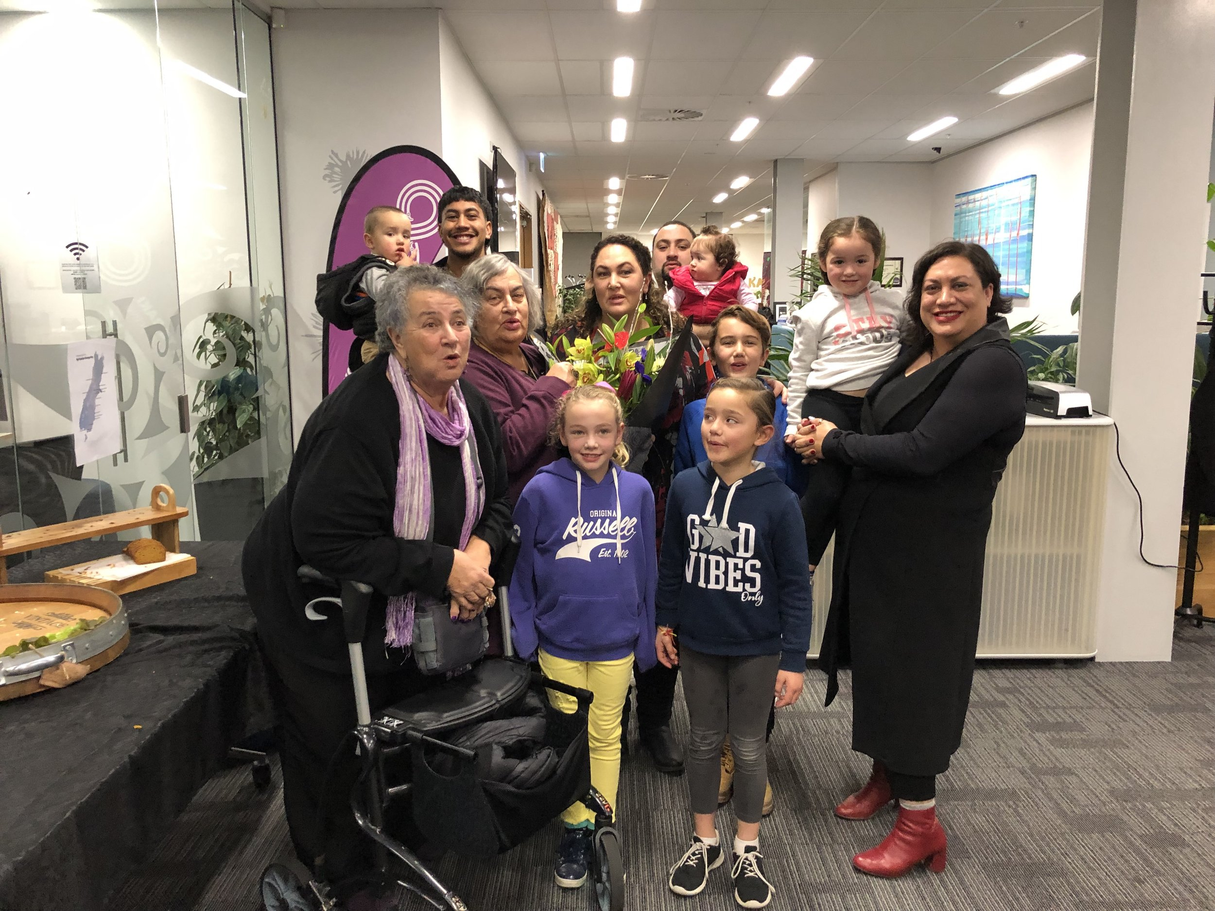 Maania with her Mum and aunty Maria, sister, brother, nieces and nephews and son.