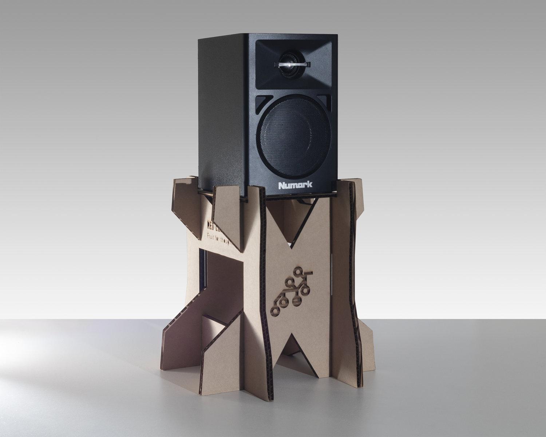 speakerstand.jpg