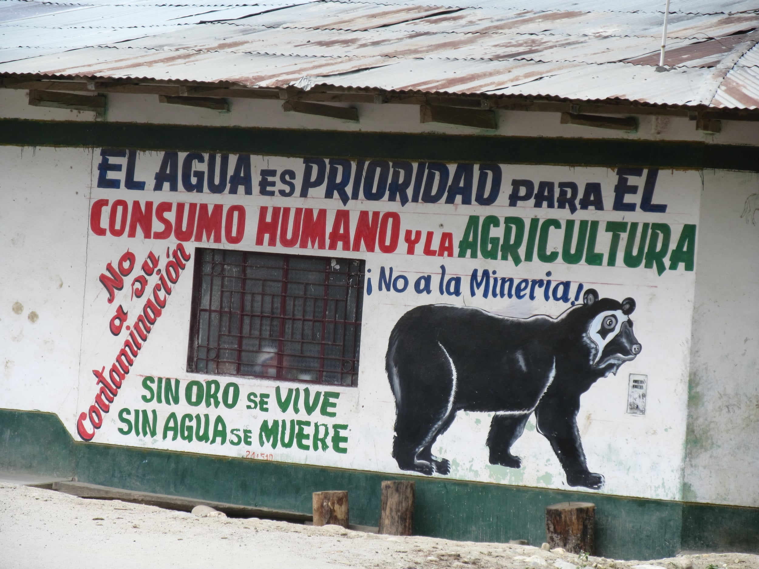 This sign like many of the others we have seen. This one says that without gold one lives, without water one dies.