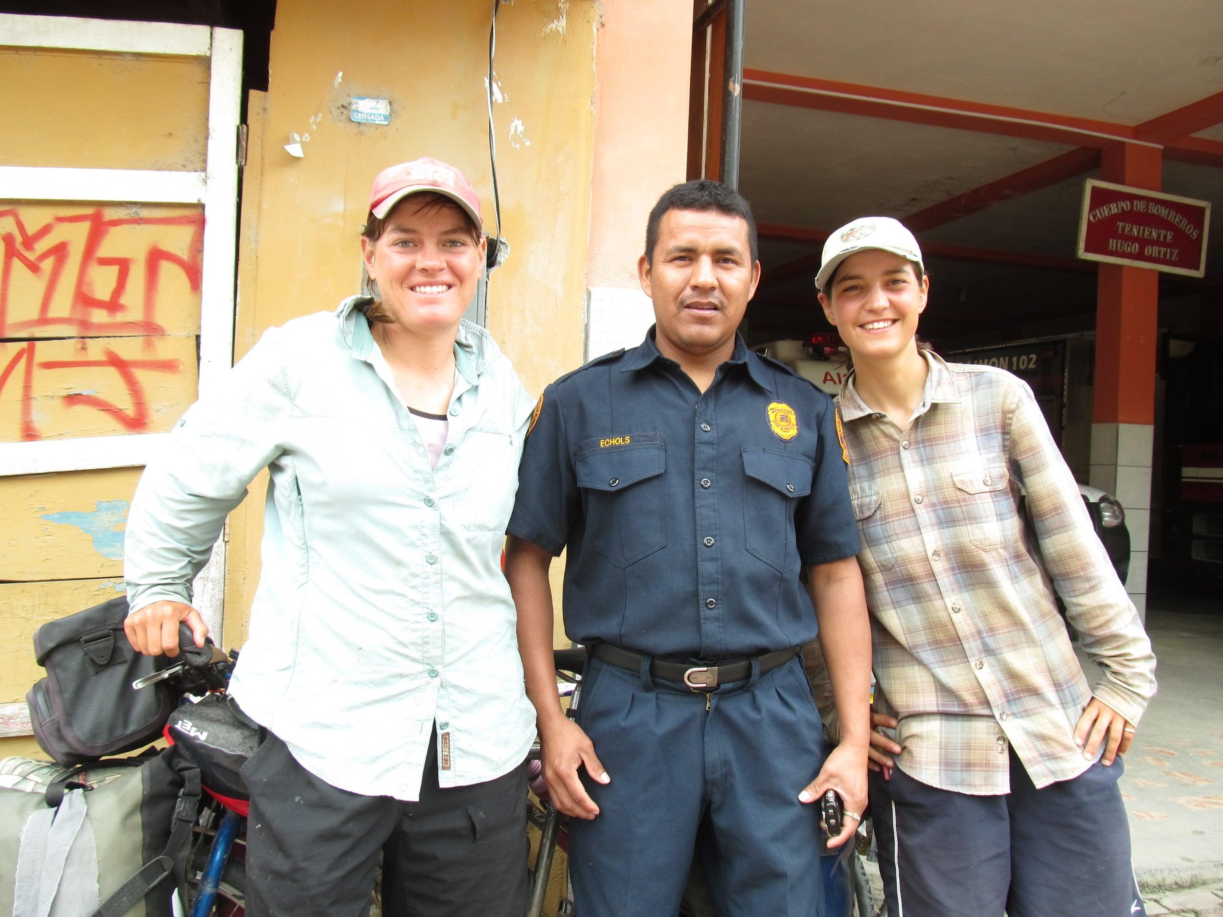En Limón nos quedamos en otro bombero. Jimmy es un bombero alli y nos hablamos mucho  con el. Gracias Jimmy por su hospitalidad y lecciones de español.