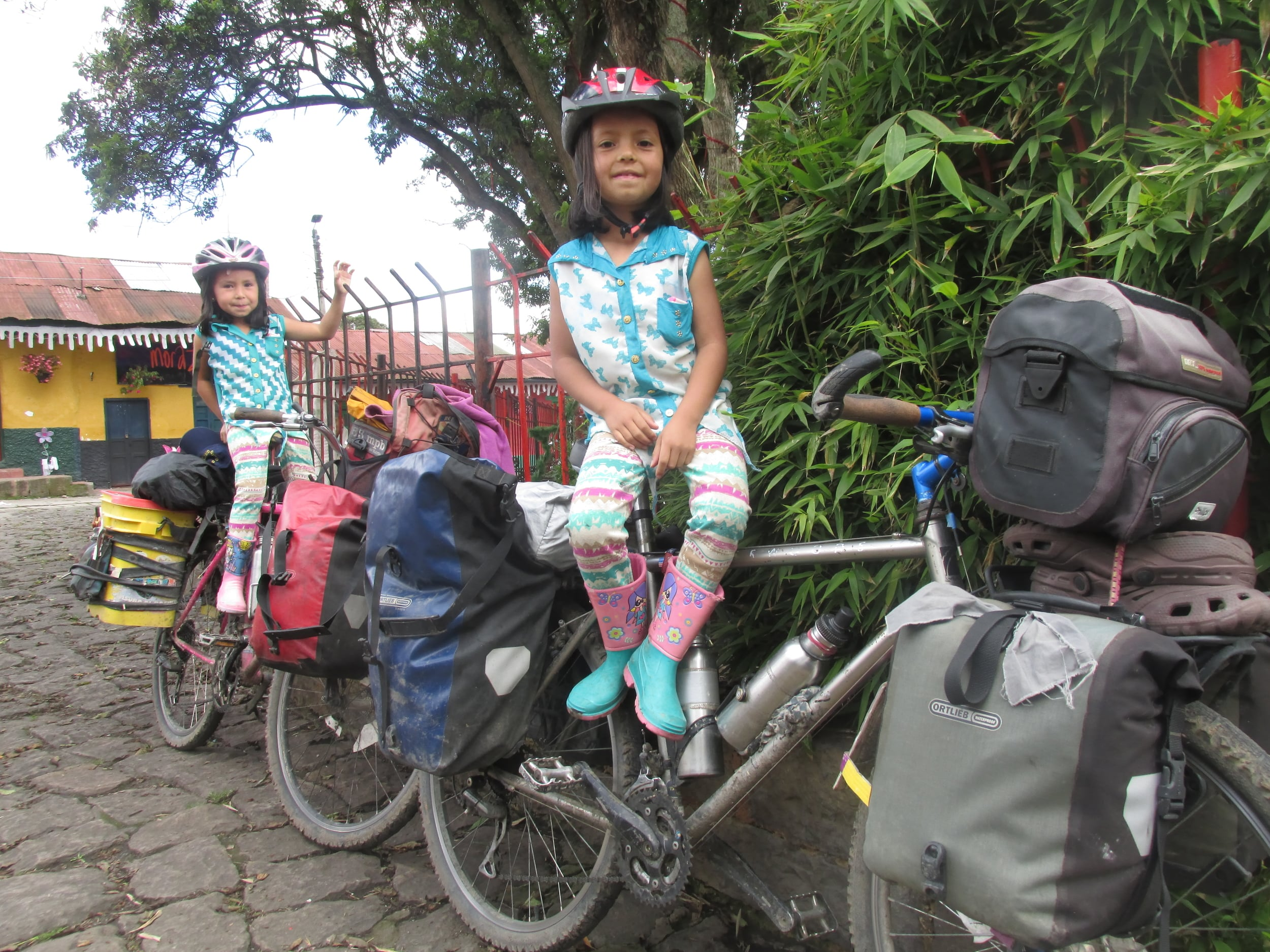 Don Jose and his family invited to their house for Christmas. His grandaughters Naailia and Valantina love the bikes.