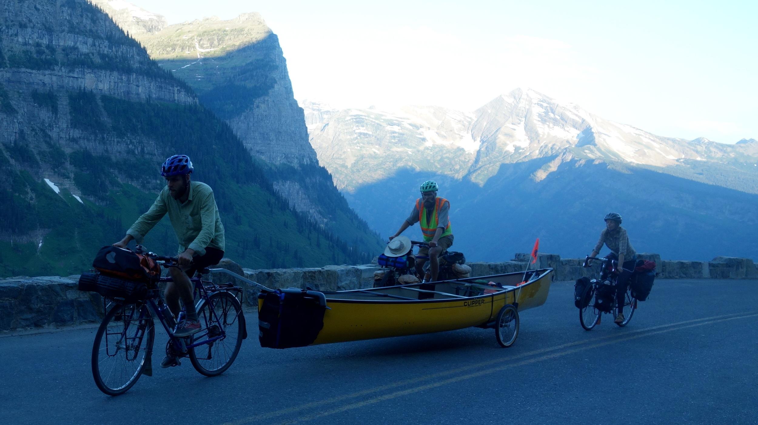 Me gusta ideas aunque ideas locas como andar en bici con canoa sobre una montana.