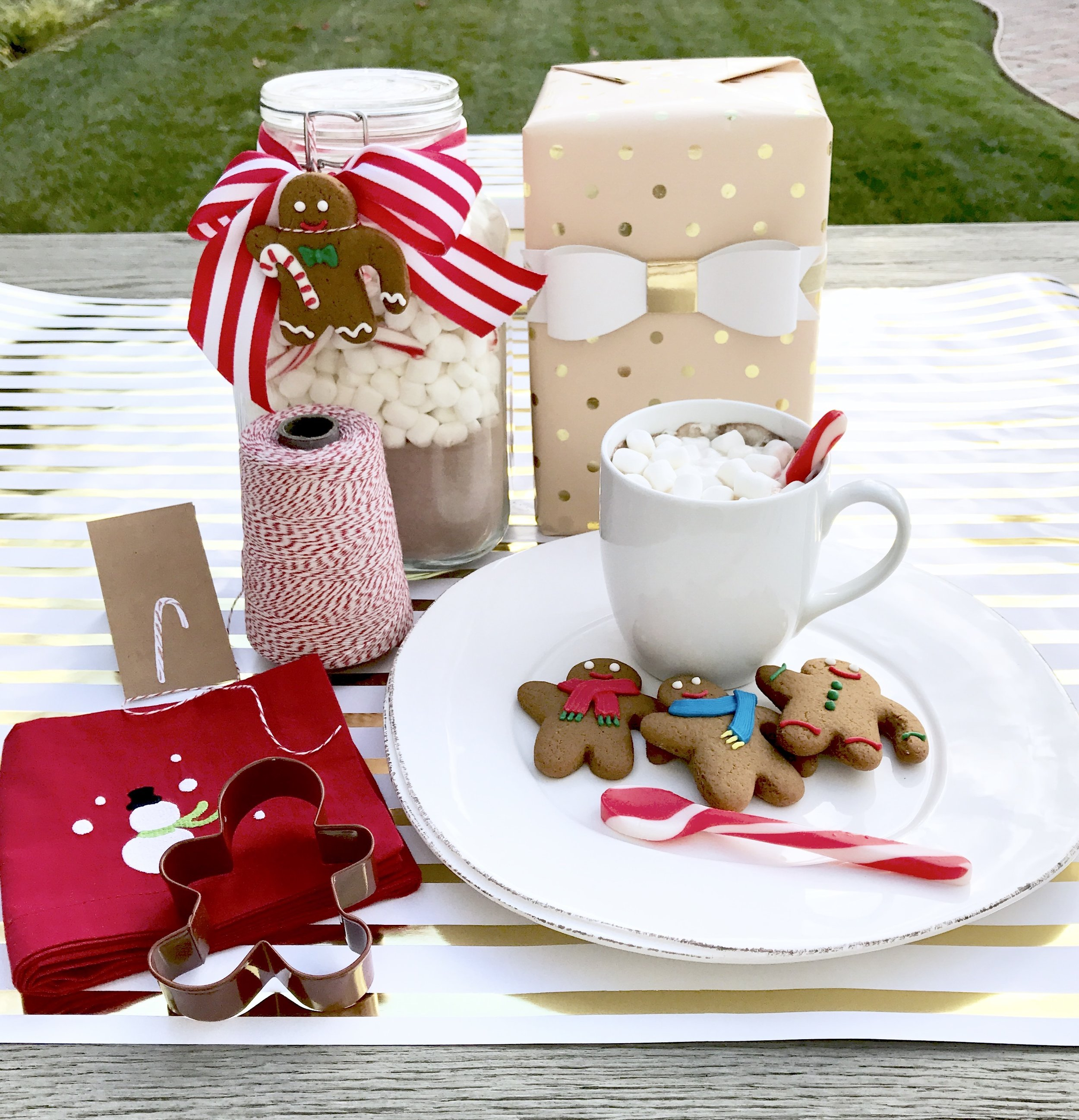 hostess-gifts-gingerbread-hot-chocolate-table-and-dine