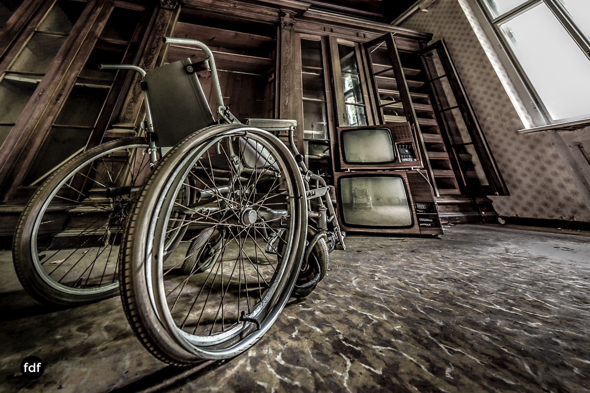 House-of-Wheelchairs-Urbex-Lost-Place-Altenheim-4.jpg