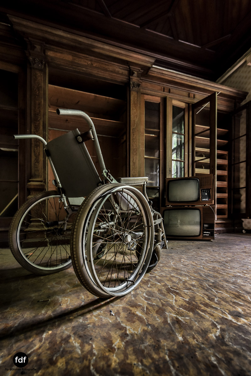 House-of-Wheelchairs-Urbex-Lost-Place-Altenheim-5.jpg
