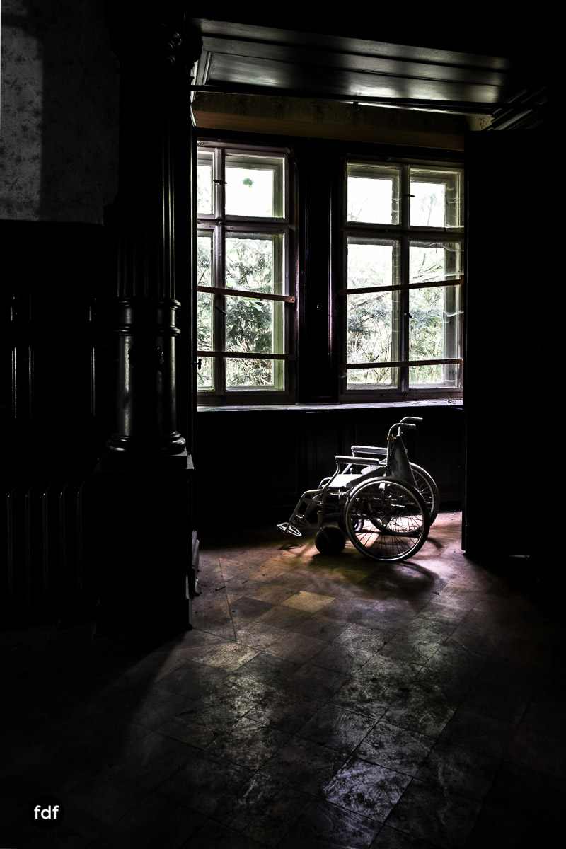 House-of-Wheelchairs-Urbex-Lost-Place-Altenheim-11.jpg