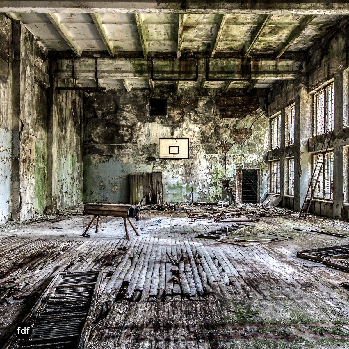 Tschernobyl-Chernobyl-Prypjat-Urbex-Lost-Place-Duga-Schule-Kino-27.jpg