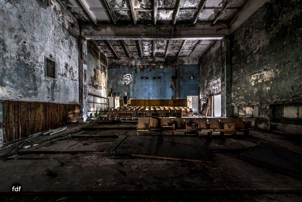 Tschernobyl-Chernobyl-Prypjat-Urbex-Lost-Place-Duga-Schule-Kino-31.jpg