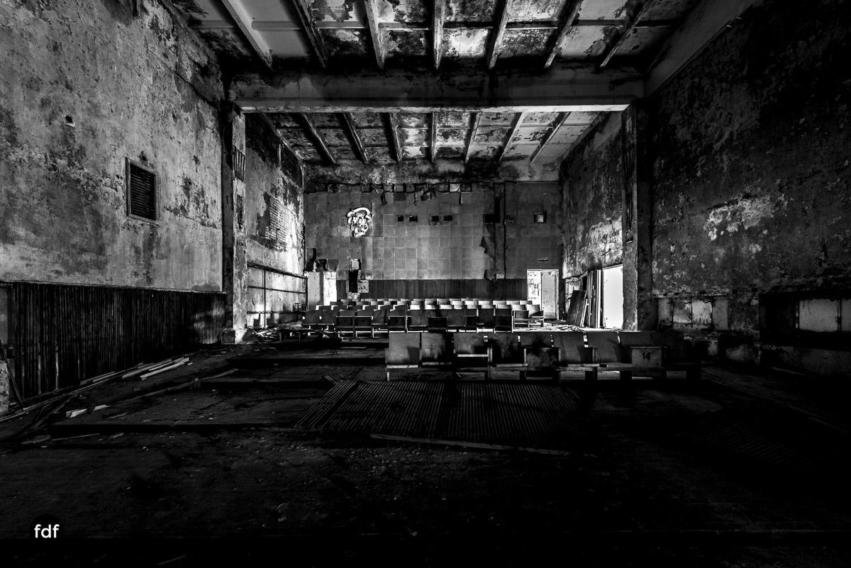 Tschernobyl-Chernobyl-Prypjat-Urbex-Lost-Place-Duga-Schule-Kino-32.jpg