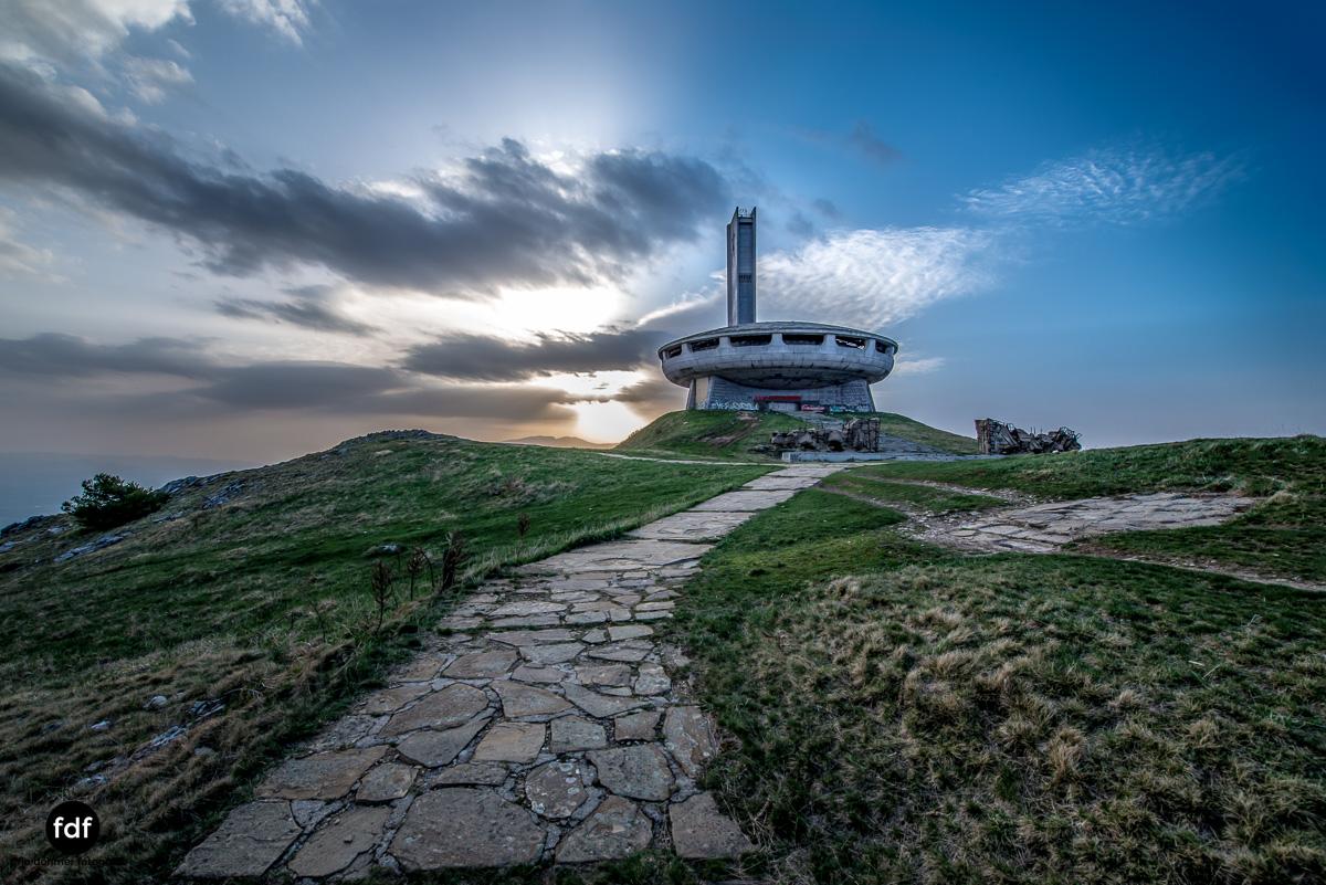 Buzludzha-Monument-Kommunismus-UFO-Shipka-Bulgarien-Lost-Place-582.JPG