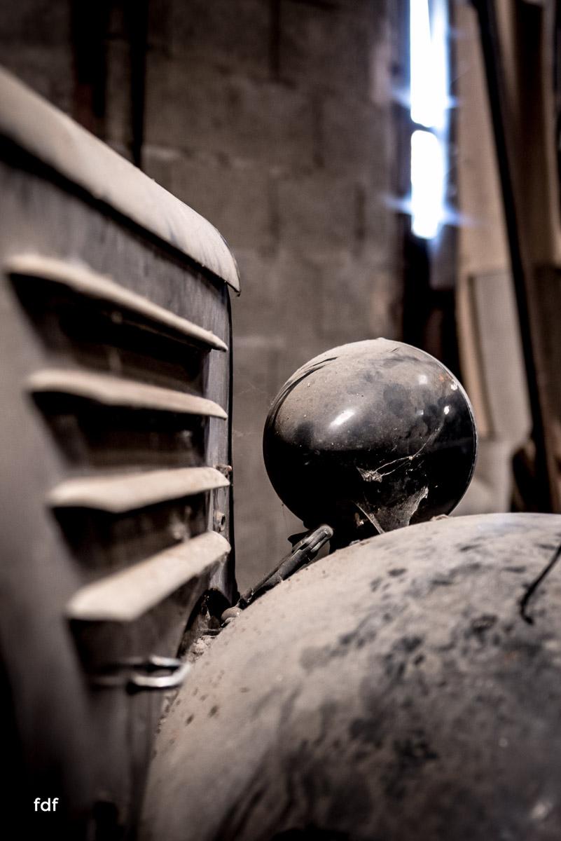 Garage Poussette-Oldtimer-Lost-Place-Frankreich-33.JPG