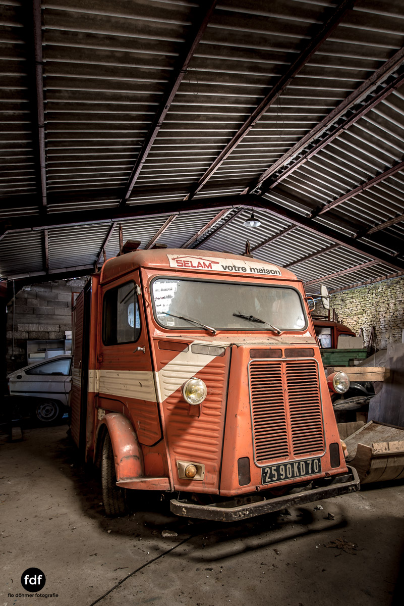 Garage Poussette-Oldtimer-Lost-Place-Frankreich-99.JPG