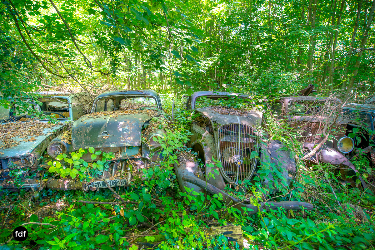 Garage Poussette-Oldtimer-Lost-Place-Frankreich-145.JPG