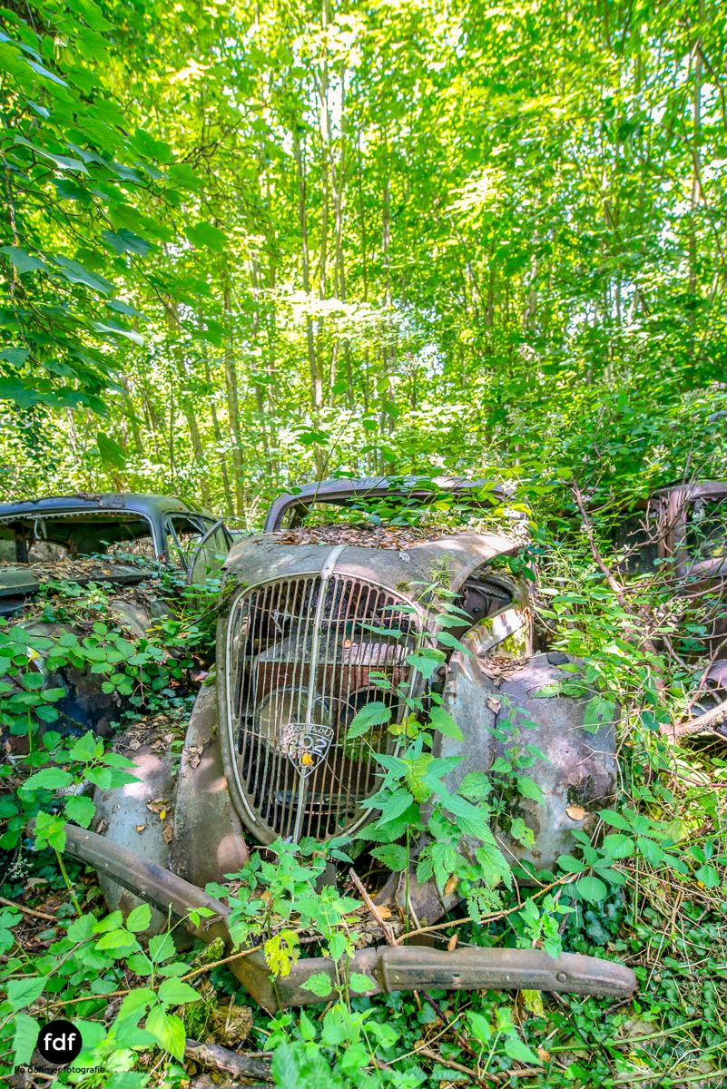 Garage Poussette-Oldtimer-Lost-Place-Frankreich-142.JPG