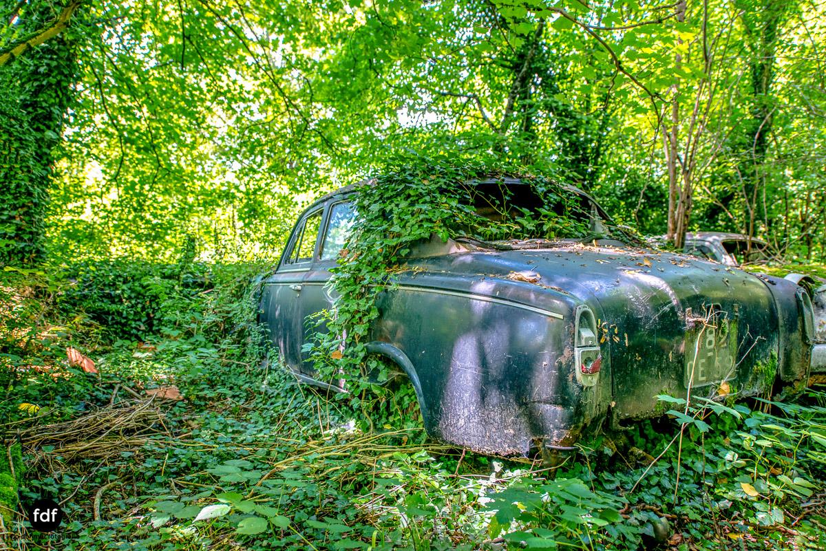 Garage Poussette-Oldtimer-Lost-Place-Frankreich-150.JPG