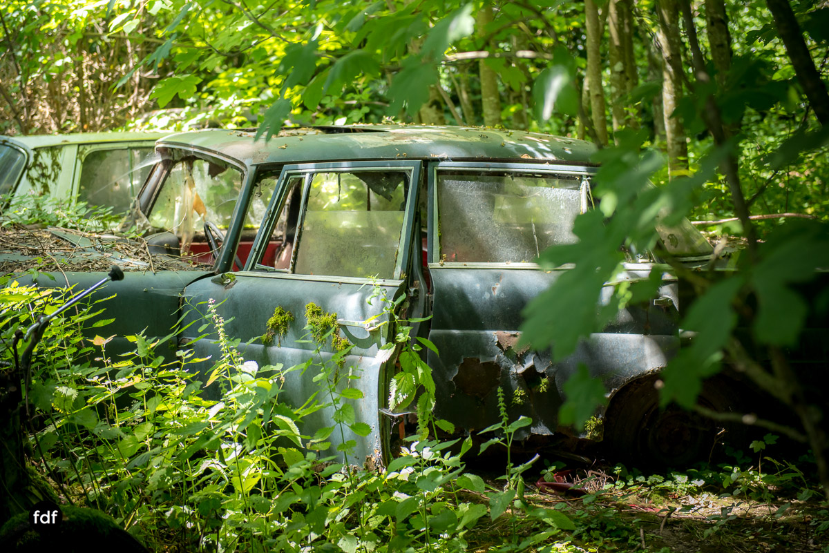 Garage Poussette-Oldtimer-Lost-Place-Frankreich-185.JPG