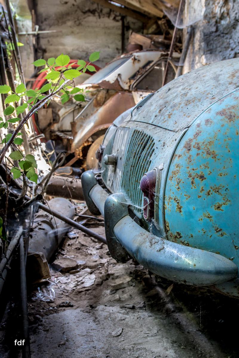Garage Poussette-Oldtimer-Lost-Place-Frankreich-217.JPG