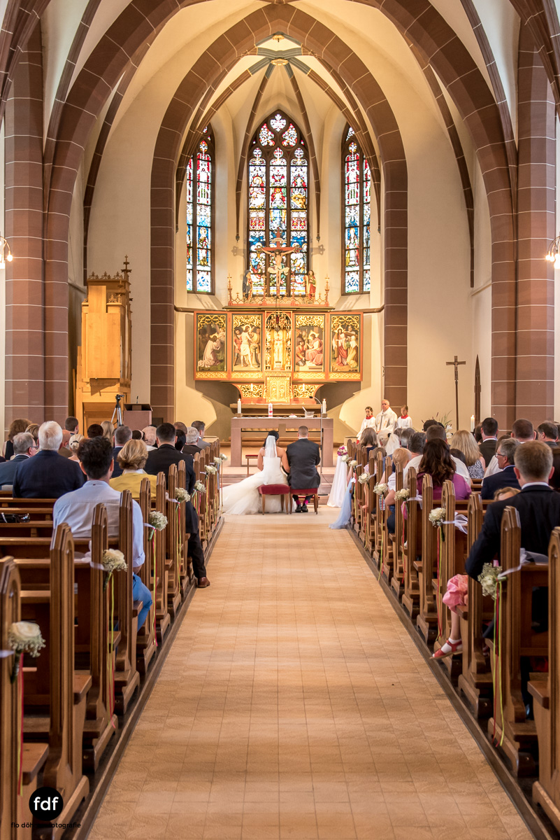 Hochzeit-S&J-Der-Tag-Kirche-Brautkleid-Wedding-4.JPG