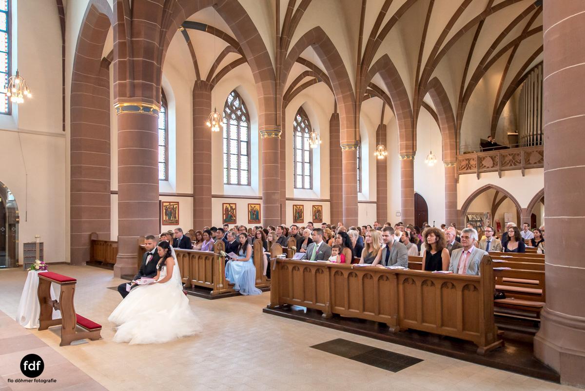 Hochzeit-S&J-Der-Tag-Kirche-Brautkleid-Wedding-9.JPG